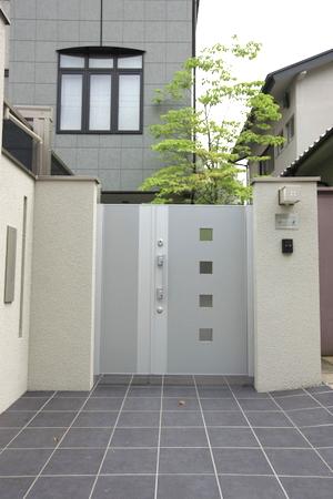 LIXILの門扉