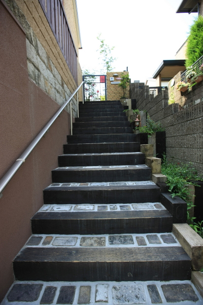 古レンガと古木の階段