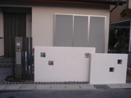 角窓ある塀
