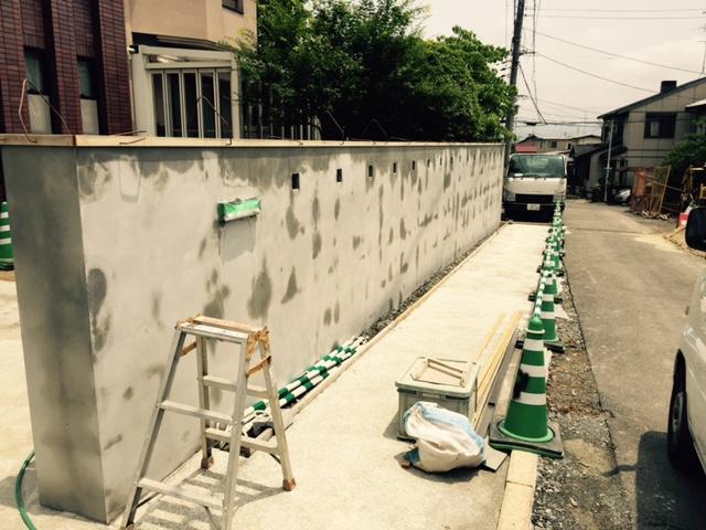 塀が積み終わりました