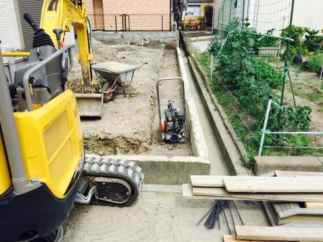 ブロック基礎掘削