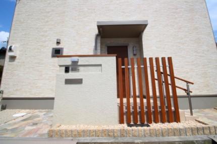 木目使用のデザイン門柱