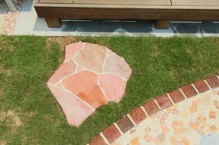 ピンクの乱形石