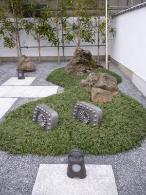タマリュウと石の築山