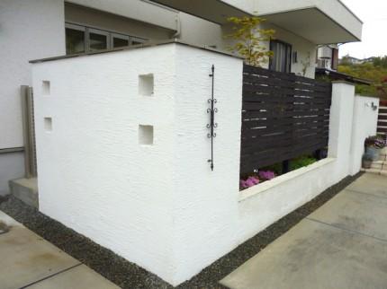 庭を仕切るデザイン塀