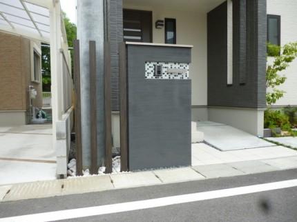 家の雰囲気に合う門柱