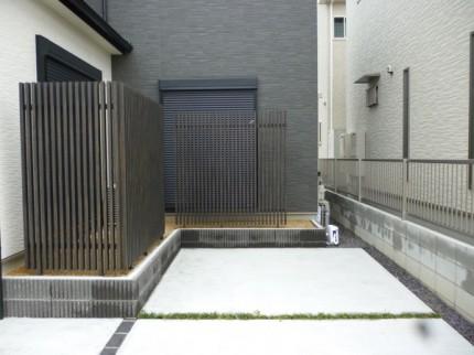 千本格子の目隠しフェンス