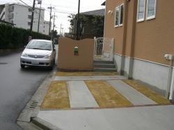 芝と駐車場