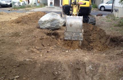 石を埋めてる状況